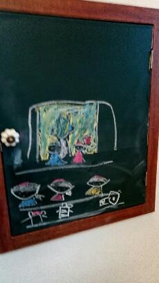 ロージュのトイレの黒板、愛娘の絵